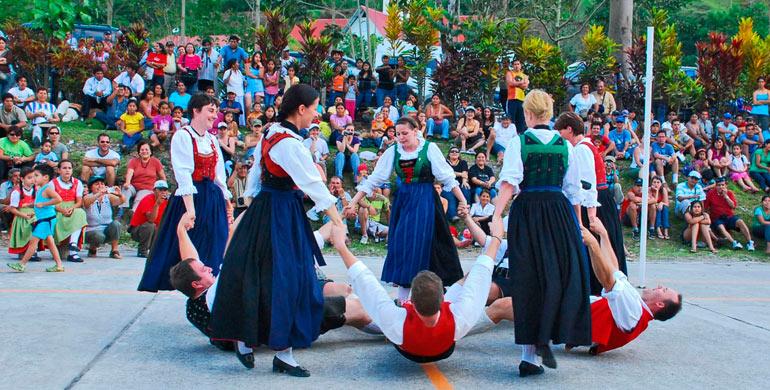 festival-ganadero-y-ecoturistico-pozuzo