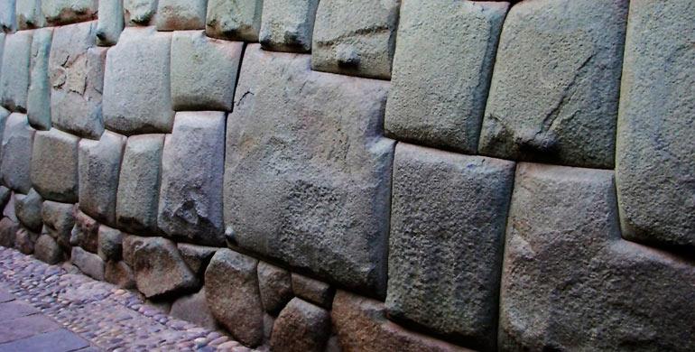 piedra-de-los-12-angulos