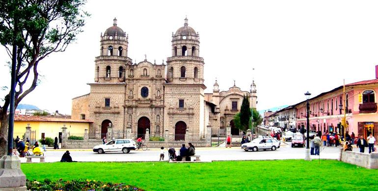 plaza-de-armas-cajamarca