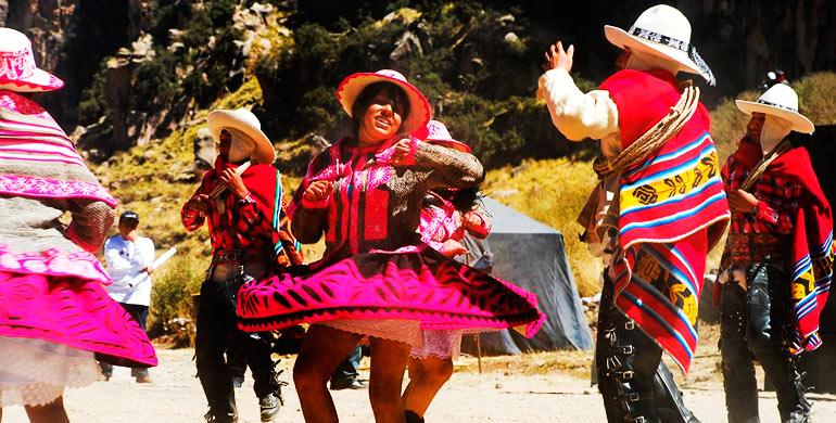 Danza Cholo Qorilazo